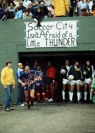 Thunder 76 Road Bobby Moore, Timbers